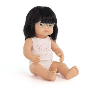 Muñeca bebé asiática con gafas 38 cm