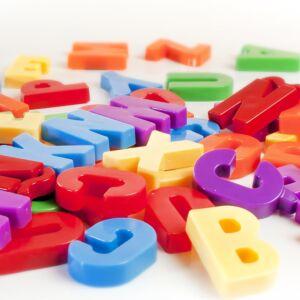 Letras magnéticas mayúsculas (76 piezas)